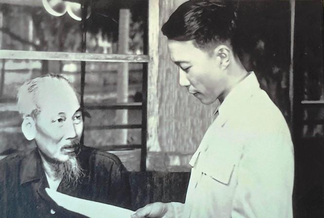 Tố Hữu - Thơ chính là cuộc đời và phục vụ cách mạng